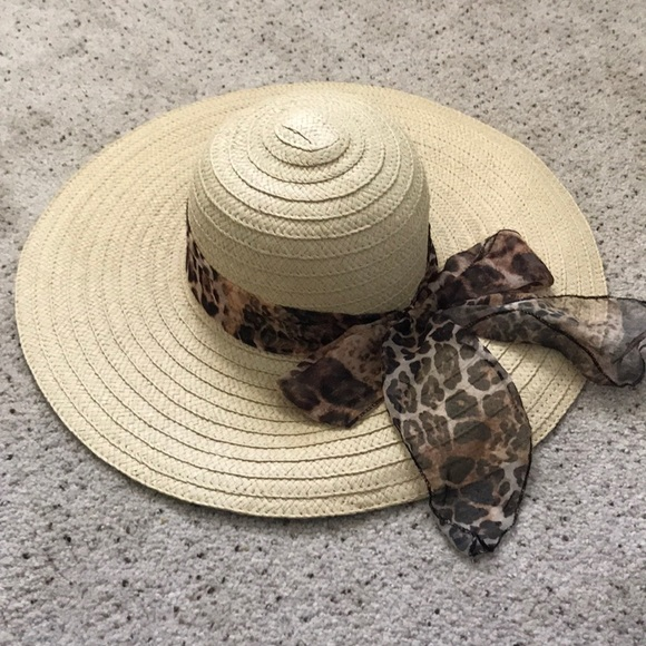 NEW 🌟 Floppy Hat with Cheetah Ribbon dfcad6660d3